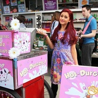 CAT VALENTINE\LOVE YOU